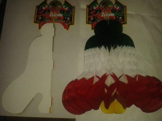 campana tricolor de papel picado